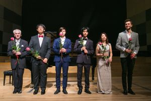 Left to right: Juliusz Adamowski,  Kaihao Yang, Shengye Cheng, Szymon Drabiński, Miho Nishimura, Paweł Popko <br> after the concert at the Philharmonic Hall of the National Forum of Music in Wroclaw 19.08.2017. Photo byt. Andrzej Solnica.